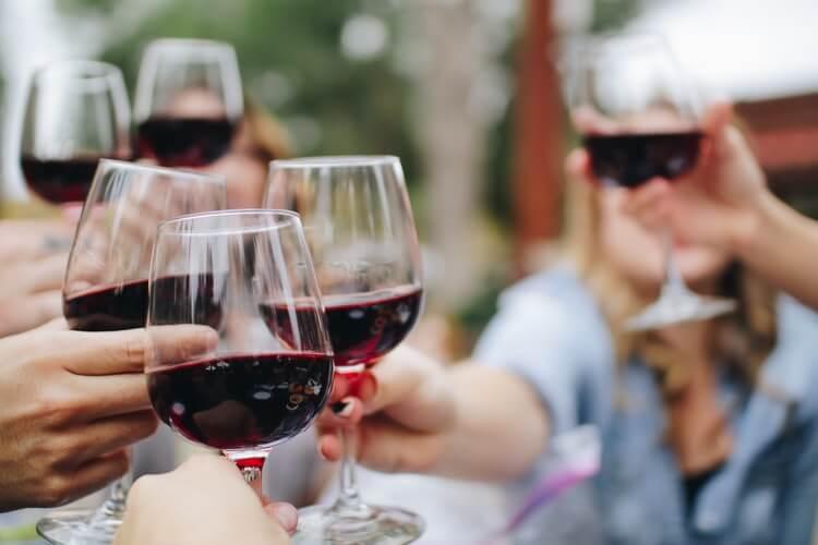 ダイエット中のお酒は飲み方に気をつける