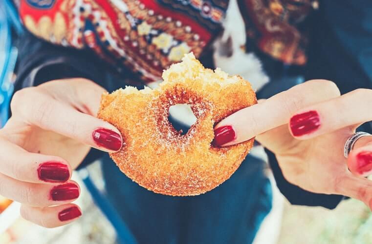 【必見】ダイエット中に甘いものが食べたくなった時の対処法