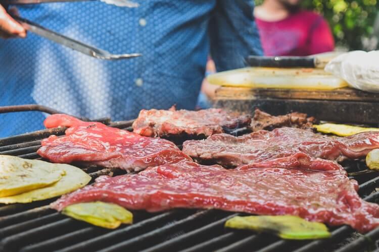 ダイエット中こそ豚肉を食べるべき3つの理由【太るは迷信です】